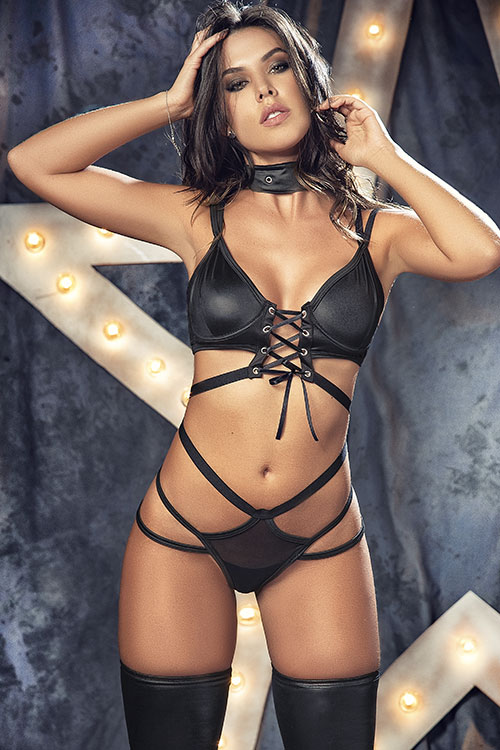 Rising Star Strappy Bra with Thong & Collar Accessory