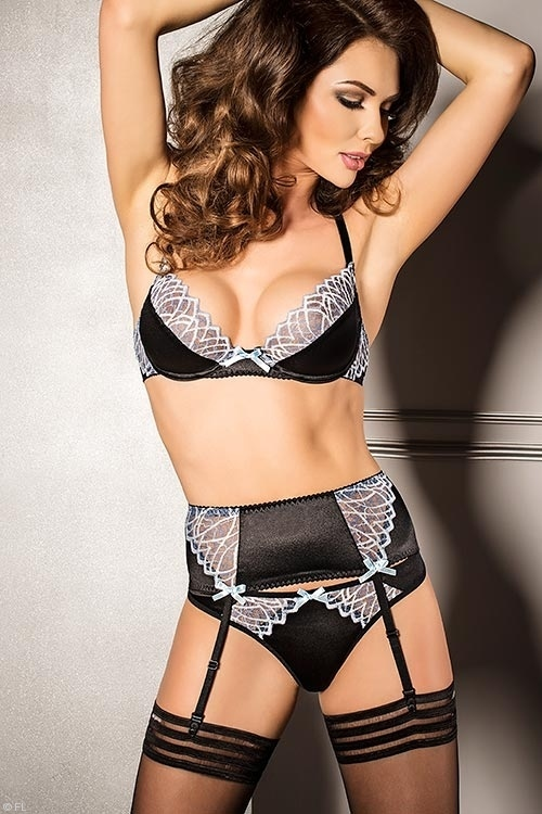 Lingerie - Passion Carole Bra with Garter & Thong